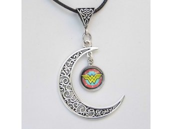 Wonder Woman Måne Halsband / Moon Necklace