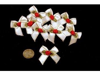 18 st vita rosetter m röd ros o guldkant, satinvävd textil - Vallentuna - 18 st vita rosetter m röd ros o guldkant, satinvävd textil - Vallentuna