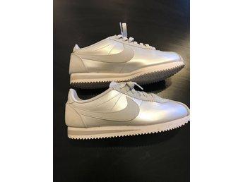 Snygga Nike skor dam stl 40 ( 39, små i stl)