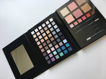NY Make up palette KICKS ögonskuggor rouge brinner pennor penslar smink palett