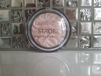Ny! Revolution Makeup Strobe Highlighter Radian Lights