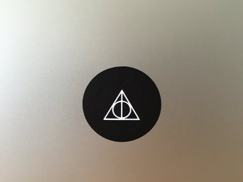 Deathly Hallows dekal / klistermärke för Macbook Air & Pro (11-,13-,15-,17-tums)