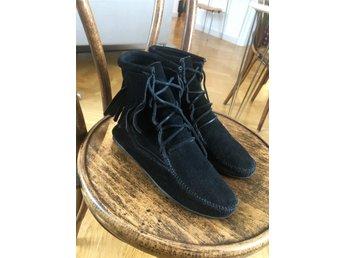 f219b793355 Minnetonka svart i mocka - fransar, boots, sko,.. (337198205) ᐈ Köp ...