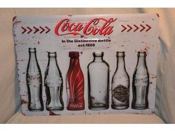 Coca Cola - In the Distinctive Bottle 1866 Plåtskylt Skylt 40*30cm Emaljskylt Ny - Hässleholm - Coca Cola - In the Distinctive Bottle 1866 Plåtskylt Skylt 40*30cm Emaljskylt Ny - Hässleholm