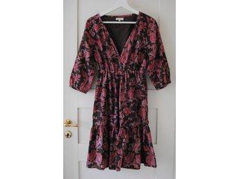 JACKPOT ljuvlig paisley-mönstrad blommig klänning stl 36 (passar 38) - Uråsa - JACKPOT ljuvlig paisley-mönstrad blommig klänning stl 36 (passar 38) - Uråsa