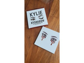 Kylie Jenner KyShadow Palette