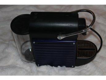 Javascript är inaktiverat. - Norrköping - Nespresso kaffemaskin C60 Kaffemaskin från nespresso ca 2 år gammal. Fint skick och funkar bra (men begagnad). Blå/lila sidor som dock är bytbara om färgen inte passar. Säljer pga. uppgradering till en större maskin med inbyggd mjölk - Norrköping