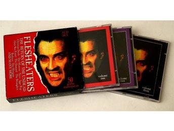 Javascript är inaktiverat. - Enskede - Flesheaters - The Return Of The Undead 3-CD UK i skick enligt bilder. Bra skick. Frakt 40:- utan askar, 60:- med. Självklart sampackar jag inom rimlig tidsrymd och slår ihop portokostnader. Förskottsbetalning till konto i Nordea eller Swish.  - Enskede