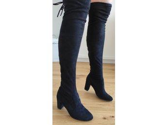 Ovee knee boots (över) knähöga stövlar svarta konstmocha