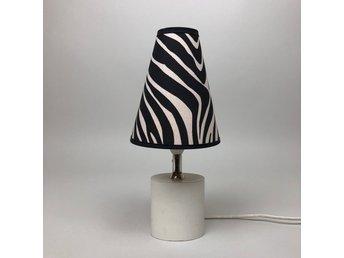 BORDSLAMPA 80 tals retro lampa i porslin , vint.. (364443153