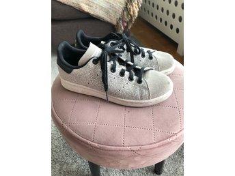 Adidas skor sneakers, stl 35