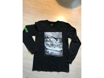 Nike långärmad T shirt svart med tryck strl S