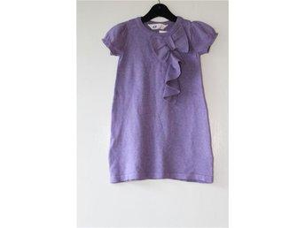 Söt syren lila klänning med kort ärm H&M stl 98/104 - Bunkeflostrand - Söt syren lila klänning med kort ärm H&M stl 98/104 - Bunkeflostrand