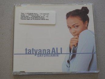 """Javascript är inaktiverat. - Nynäshamn - Tatyana ALI - Daydream' CD Singel Promo Ex.1 Daydreamin' (Without Rap) 3:402 Daydreamin' (Single Edit) 4:023 Daydreamin' Part II (Extended Version) 5:25Jag samfraktar gärna. Kolla gärna in mina andra auktioner/annonser via länken """"Säljare - Nynäshamn"""