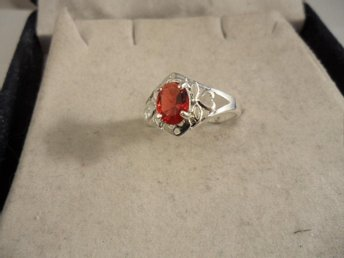 RING I 925 STERLING SILVER MED RÖD CUBIC ZIRCON 18 MM.(CZ501)