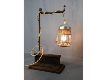 INDUSTRIDESIGN BORDSLAMPA SMIDE LAMPA