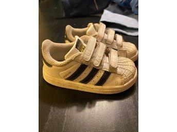 Adidas skor barnskor sneakers storlek 22
