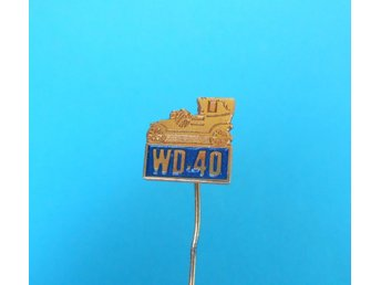 WD-40 ... old rare pin badge