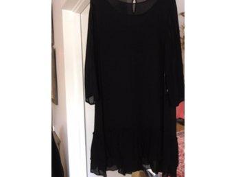 Auktion | Mirsa klänning Pret â porter | Stockholms