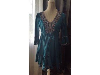 Superfin Vila folklore klänning! S (412001609) ᐈ Köp på Tradera