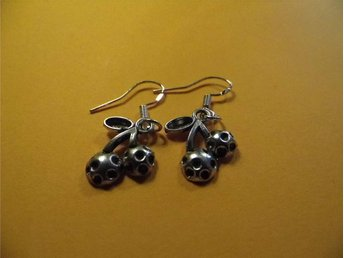 Körsbär örhängen / Cherries earrings