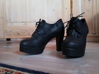skor med klack