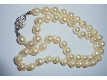 pärlhalsband odlade pärlor