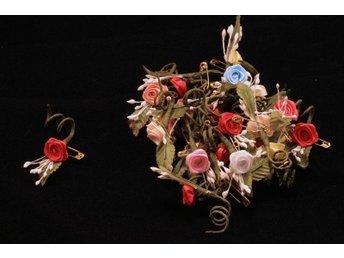 23 textilrosor med blad o pistill och säkerhetsnål brosch mm - Vallentuna - 23 textilrosor med blad o pistill och säkerhetsnål brosch mm - Vallentuna