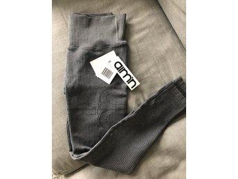 5f08e4fb1f4d51 Aimn grey ribbed seemless tights stl. Helt nya (349388506) ᐈ Köp på ...