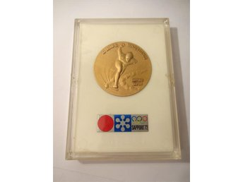 XI Olympic Winter Games Sapporo 1972 - Commemorative medal with case
