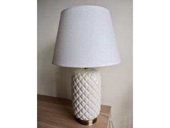 Macao vit bordslampa Ananas lampa från Mio. Som ny!