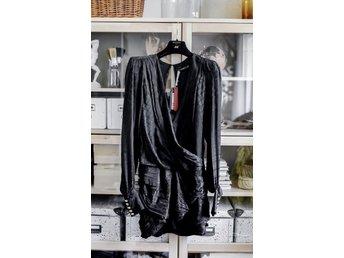d75fa916053e Balmain x HM klänning (347962736) ᐈ Köp på Tradera