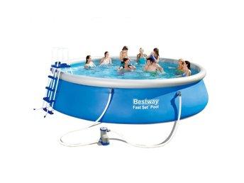 liten uppblåsbar pool