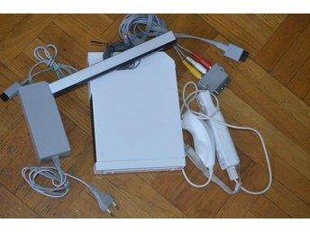 Nintendo Wii VIT Basenhet Inkl Remote och Nunchuk Nintendo Wii - Töre - Nintendo Wii VIT Basenhet Inkl Remote och Nunchuk Nintendo Wii - Töre