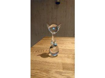 Ronneby FM glas katt - Sölvesborg - Ser ut som att det fattas en bit under den, men verkar vara slipad för kanterna är inte vassa, se bild. I övrigt i fint skick. Höjd ca 16,5 cm. - Sölvesborg