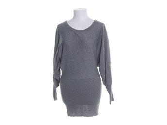 Kläder på Tradera ᐈ 337 392 annonser • Utropspris från 1 kr e9cc1b09687d6