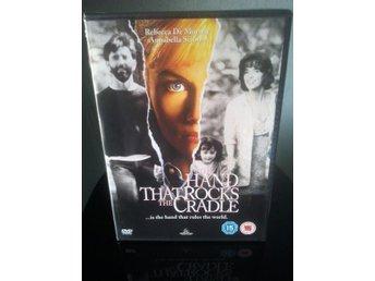 HAND THAT ROCKS THE CRADLE (HANDEN SOM GUNGAR VAGGAN) Rebecca De Mornay - Tumba - HAND THAT ROCKS THE CRADLE (HANDEN SOM GUNGAR VAGGAN) Rebecca De Mornay - Tumba