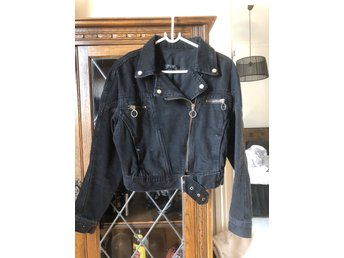 Chiquelle jeansjacka, oanvänd (415463175) ᐈ Köp på Tradera