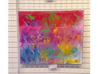 Javascript är inaktiverat. - Huddinge - Abstrakt handmålad tavla från år 2015 med akrylfärger på canvasduk av en konstnär i Stockholm född 1995. Väldigt lekfull och färgstark tavla som passar bra för rum för barn och där man vill ha ökad kreativitet. Mått: 61x50 cm Tite - Huddinge