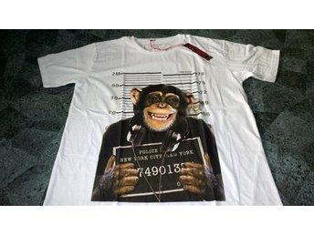 T-shirt. Vit. Exclusive A. Monkey. DJ. Mug Shot. Medium - Solna - T-shirt. Vit. Exclusive A. Monkey. DJ. Mug Shot. Medium - Solna