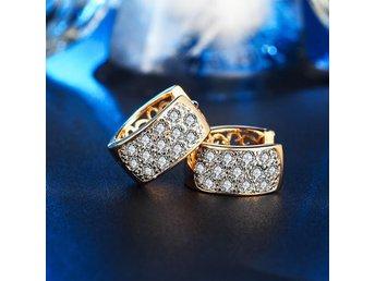 Javascript är inaktiverat. - Angered - Metall: 18k guld fylld Sten: Cubic zirconia Storlek: 16 * 7 mm Goldfilled: Gold Filled är nästan i samma klass som rent guld. Skillnaden är att man har en basmetall som kärna och sen ett mycket tjockt lager av äkta guld över. Metoden är s - Angered