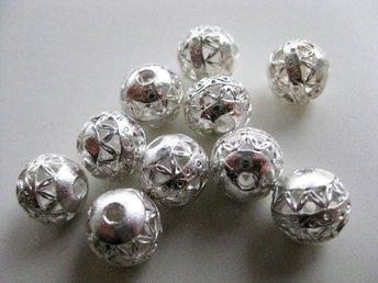 10 silverpläterade filigreepärlor i metall 10 mm - Ellös - 10 silverpläterade filigreepärlor i metall 10 mm - Ellös