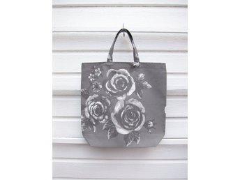 Tygkasse i kraftig bomull med rosor i grått