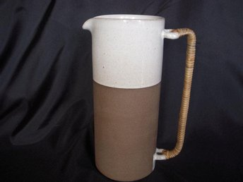 Selsbo keramik fin kanna med rottinghandtag 60-tal - Strängnäs - Selsbo keramik fin kanna med rottinghandtag 60-tal - Strängnäs