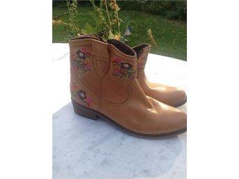 Duffy oanvända broderade boots storlek 38 - Fellingsbro - Duffy oanvända broderade boots storlek 38 - Fellingsbro