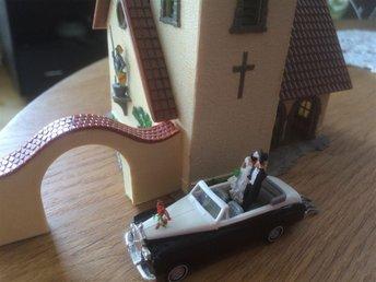 """Faller kyrka   Busch """"Rolls-Roys"""" bröllopspar 1:87-HO - Järfälla - 'Faller' kyrka ' ' Busch """"Rolls-Roys"""" bröllopspar 1:87-HO - Järfälla"""