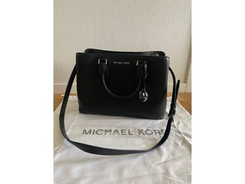 michael kors väska svart silver