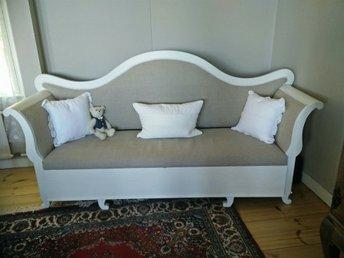 Antik nyklädd soffa - Gränna - Antik nyklädd soffa - Gränna