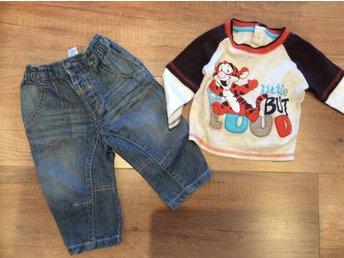 Set, jeans & tröja - Brunflo - Jeans & tröja strl.74 (6-9 mån). I fint skick då det växtes ur fort Efter vunnen auktion står köparen för frakten, bud är bindande så buda ej om du inte tänkt fullfölja köpet. Katt finns i hemmet. - Brunflo