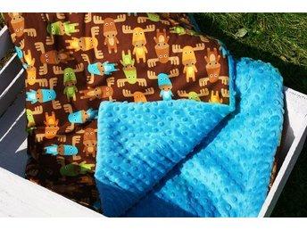Babyfilt med kudde BLÅ minky motiv ÄLGAR - Täby - Babyfilt med kudde BLÅ minky motiv ÄLGAR - Täby